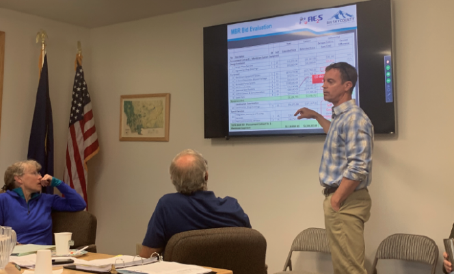 Scott Buecker with AE2S Engineering explains the difference between the two major bids for the district's future membrane bioreactor. PHOTO BY JANA BOUNDS